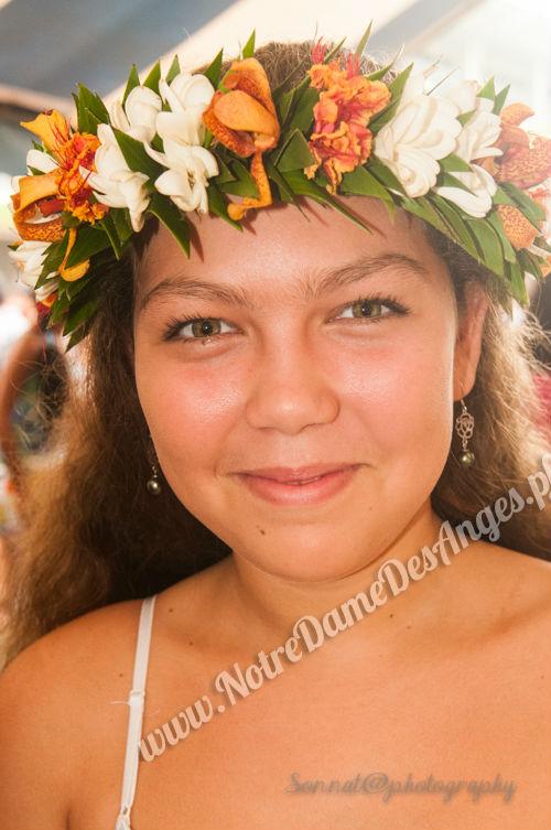 Parures polynésiennes : couronnes de tête, colliers de fleurs ...